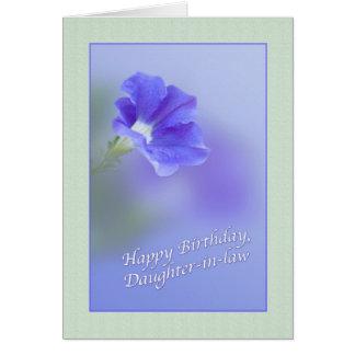 Tarjeta del cumpleaños de la nuera con la petunia
