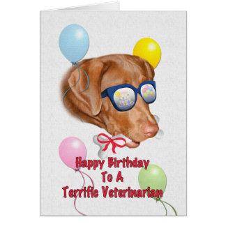 Tarjeta del cumpleaños del veterinario con el perr