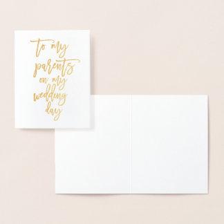 Tarjeta del día de boda de la escritura del oro