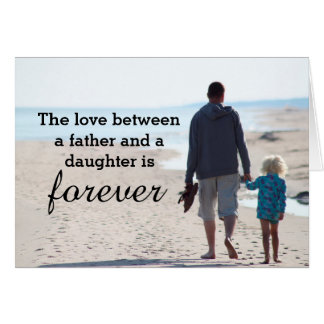 Tarjeta del día de padre de la playa de la niña