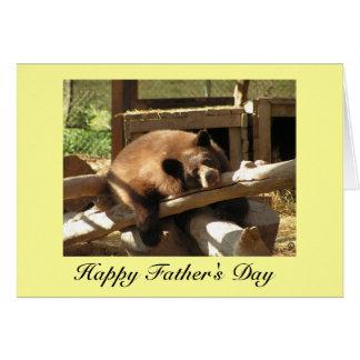 Tarjeta del día de padre - oso Cub de relajación