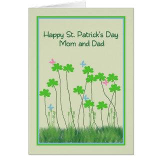 Tarjeta del día de St Patrick para los tréboles de