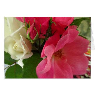 """Tarjeta del feliz cumpleaños """"de los rosas rosados"""