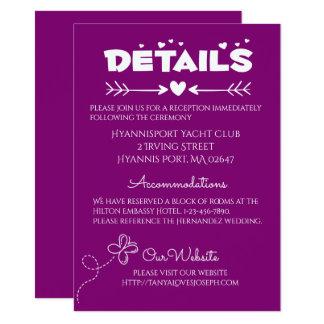 Tarjeta Detalles púrpuras que casan corazones y mariposas