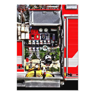 Tarjeta Diales y mangueras en el coche de bomberos