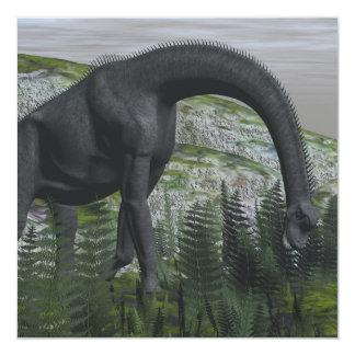 Tarjeta Dinosaurio del Brachiosaurus que come el helecho -