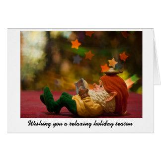 Tarjeta Duende del navidad que se relaja