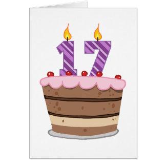 Tarjeta Edad 17 en la torta de cumpleaños