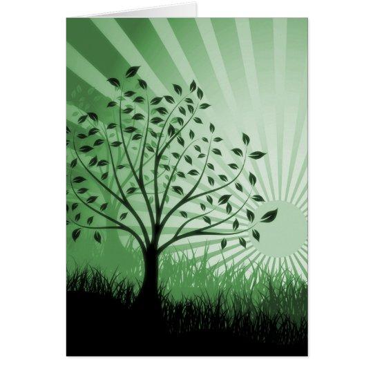 Tarjeta El árbol sale de la silueta y del resplandor solar