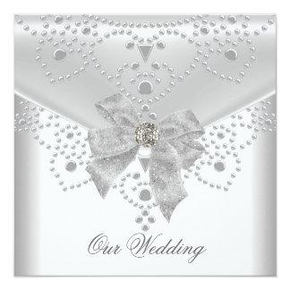 Tarjeta El casarse invita a de plata blanco a cubrir la