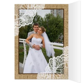 Tarjeta El cordón blanco rústico en el boda de la