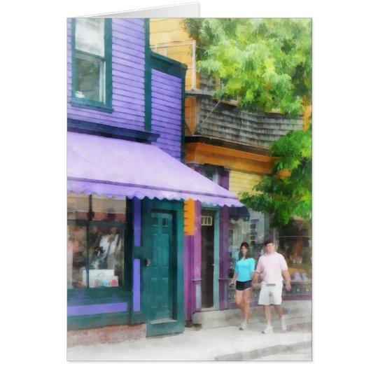 Tarjeta El dar un paseo abajo de la calle Newport RI de
