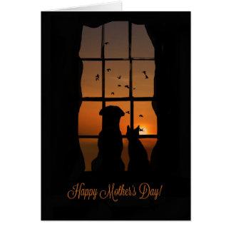 Tarjeta El día de madre feliz del perro y del gato