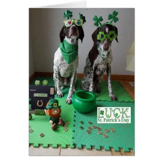 Tarjeta El día de St Patrick persigue listo para ir de