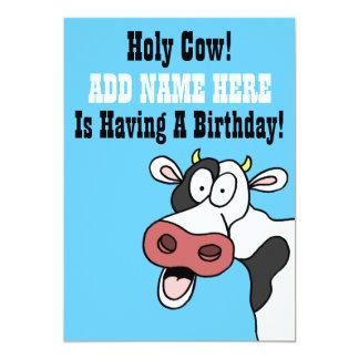 Tarjeta El dibujo animado santo Brithday de la vaca invita