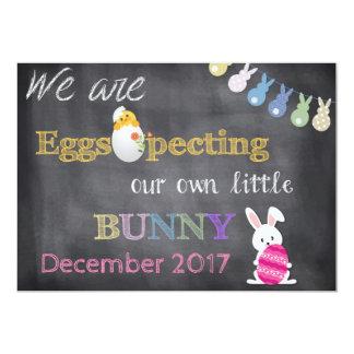 Tarjeta El embarazo de Eggspecting Pascua revela la