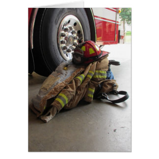 Tarjeta El engranaje y el camión del bombero