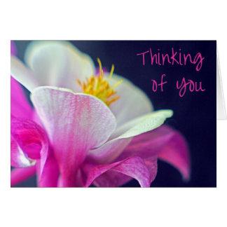 Tarjeta El pensamiento en usted carda - rosa y púrpura