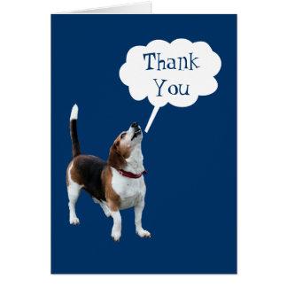 Tarjeta El perro lindo del beagle del grito le agradece