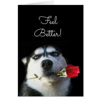 Tarjeta El perro y la flor lindos sienten mejor para