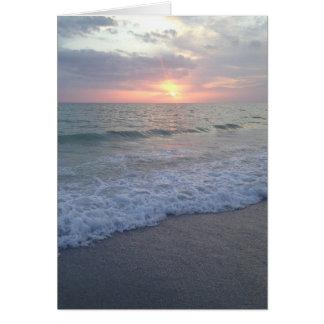 Tarjeta en blanco de la playa de la puesta del sol