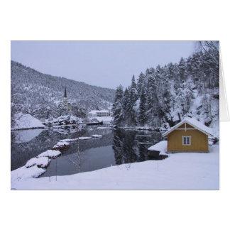 Tarjeta en blanco del paisaje noruego mágico del