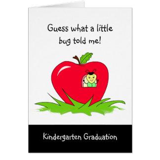 Tarjeta Enhorabuena roja graduada de Apple de la guardería