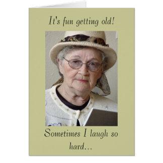 Tarjeta Envejecimiento divertido que consigue viejo