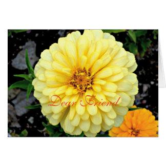 Tarjeta Estimado amigo de la flor amarilla soleada del