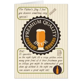 Tarjeta Etiqueta retra divertida de la cerveza del día de
