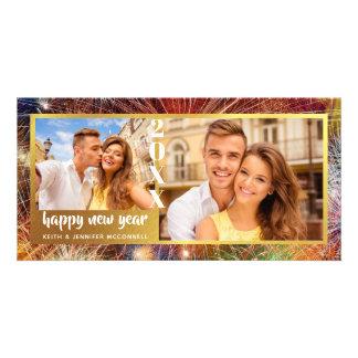 Tarjeta Feliz Año Nuevo, fuegos artificiales coloridos,