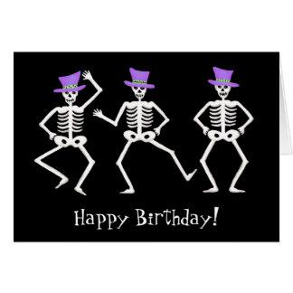 Tarjeta Feliz cumpleaños de baile esquelético negro de