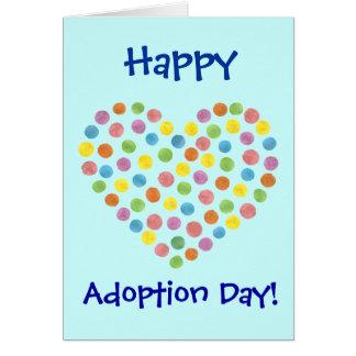 tarjeta feliz punteada del día de la adopción del