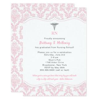 Tarjeta Fiesta de graduación rosada de la escuela de
