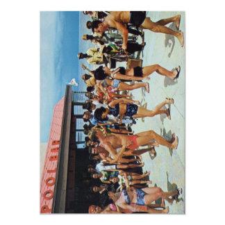 Tarjeta Fiesta de la playa de los años 50 del vintage