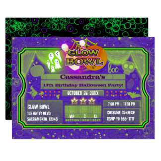 Tarjeta Fiesta verde y púrpura de Halloween del RESPLANDOR