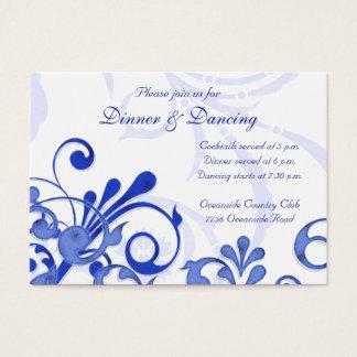 Tarjeta floral azul y blanca de la recepción