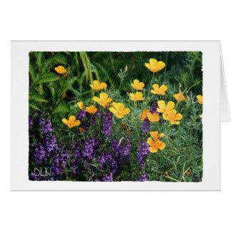 Tarjeta Flores amarillas y púrpuras florales/mirada de la