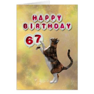 Tarjeta Gato juguetón y 67.os globos del feliz cumpleaños