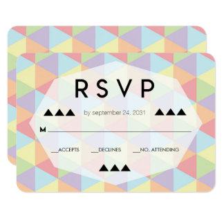 Tarjeta geométrica de RSVP del arco iris que se