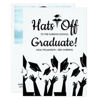 Tarjeta Gorras apagado a la fiesta de graduación graduada