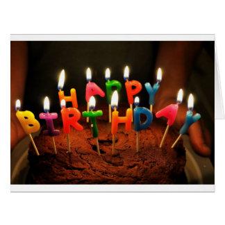 Tarjeta grande con la torta del feliz cumpleaños