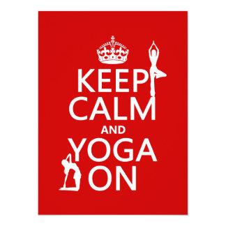 Tarjeta Guarde la calma y la yoga en (los colores del