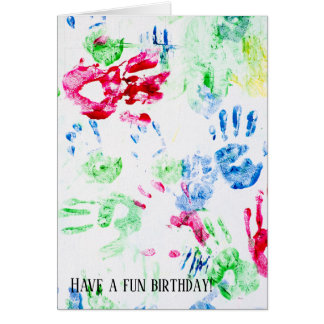 Tarjeta handprint colorido del niño en blanco
