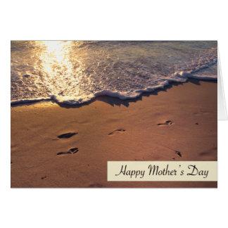 Tarjeta Huellas felices del día de madre en arena