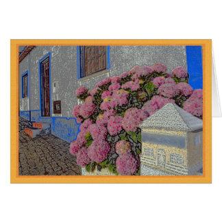 Tarjeta Hydrangeas y geranios en la calle del guijarro
