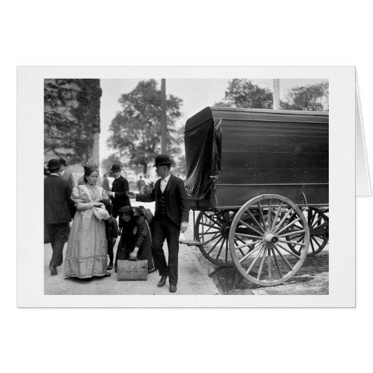Tarjeta Inmigrantes en el parque de batería, 1900