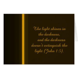 Tarjeta La luz brilla en la oscuridad