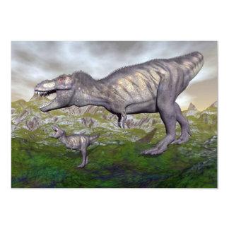 Tarjeta La momia y el bebé 3D del dinosaurio del rex del