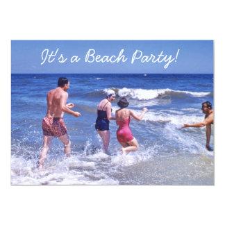 Tarjeta La playa azul de los años 50 retros agita los